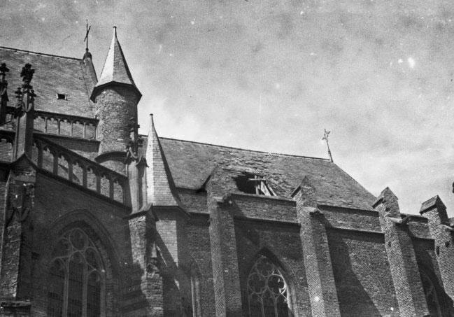 Stadskasteel Zaltbommel Zoekt Foto's Uit '40-'45