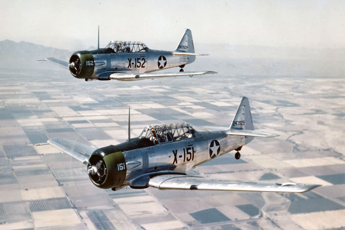 Historische Vliegtuigen Op 5 Mei